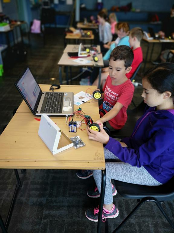 Using the crumble micro-controller learn how to code lights, motors, servos and buzzers. Develop your engineering skills with maker projects that you can then code to move or light up!